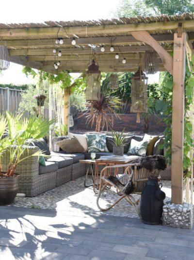 canapé de terrasse et pergola