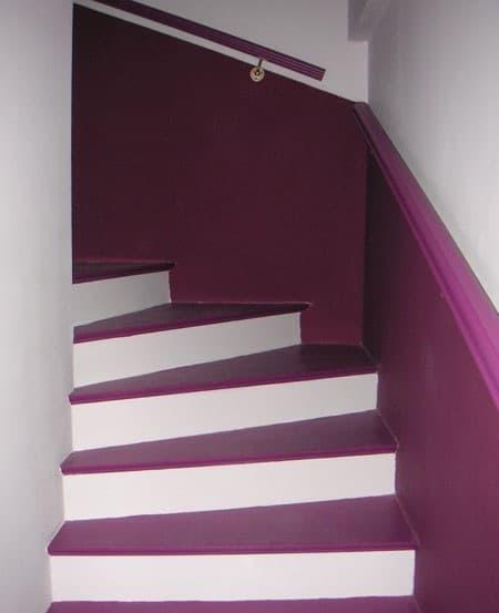 le violet dans l'escalier