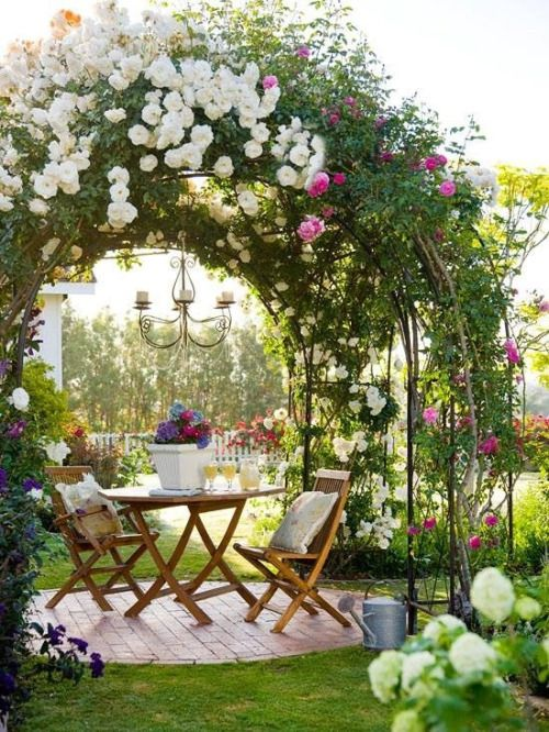 gloriette et rosiers