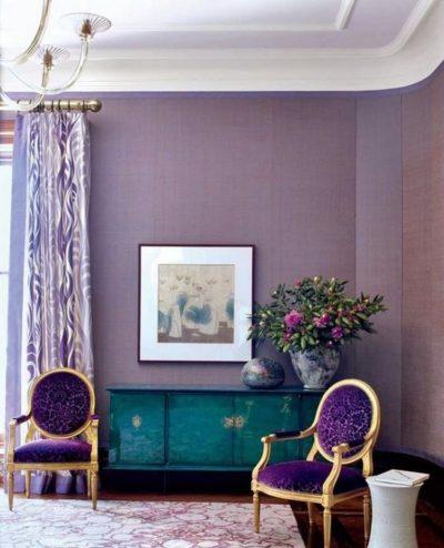camaïeu de violet dans le salon
