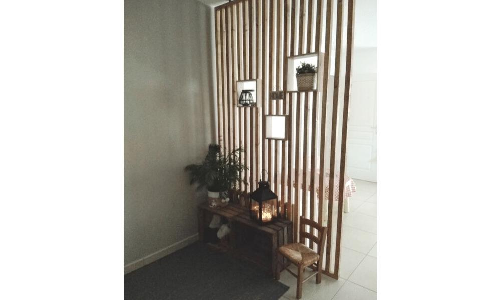 Séparateur d'entrée en bois ajouré