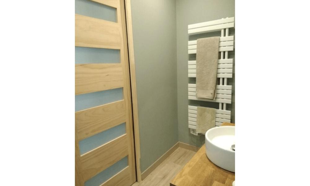 Tonalités naturelles pour la salle d'eau