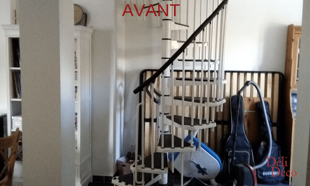 Accès à l'étage par escalier colimaçon