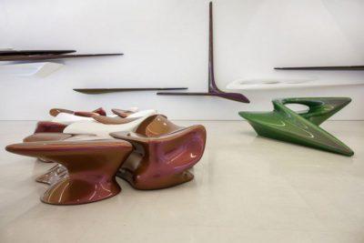 Assises aux formes courbes futuristes