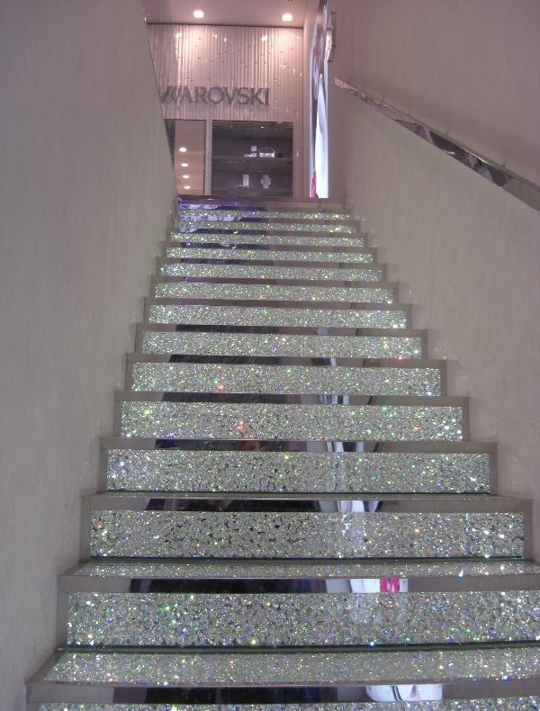 Effet pailleté lumineux dans ces escaliers