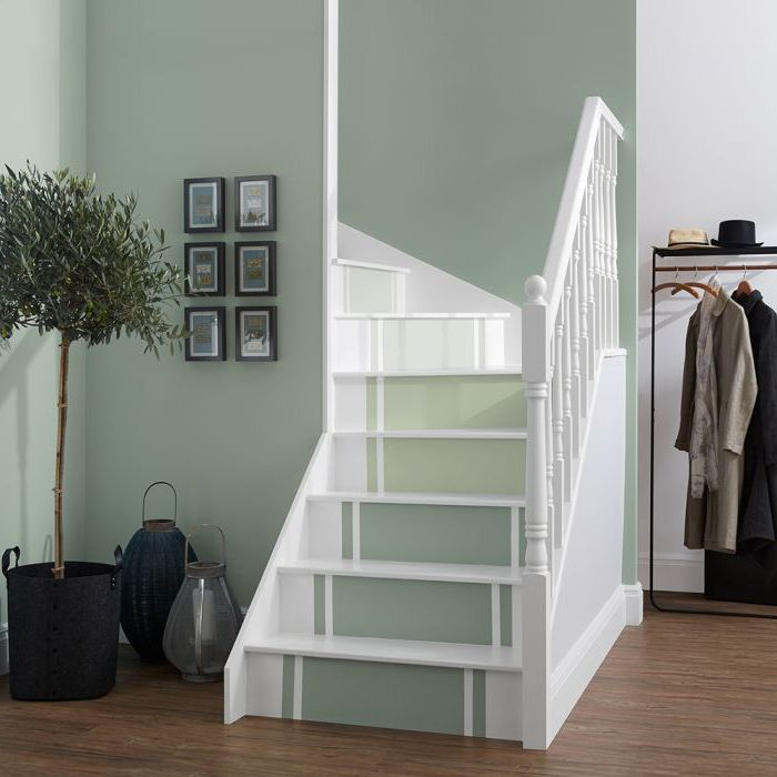 Escalier avec bandes verte en dégradé