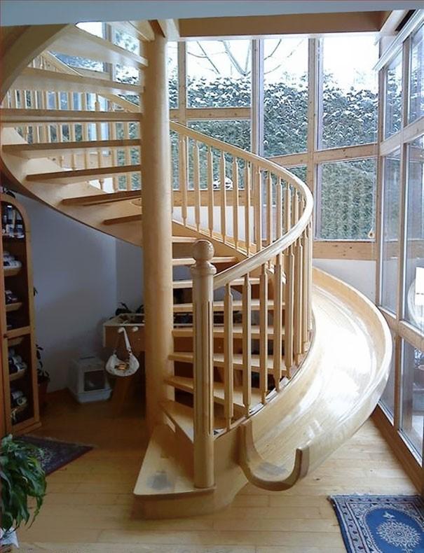 Escalier ludique avec ce toboggan