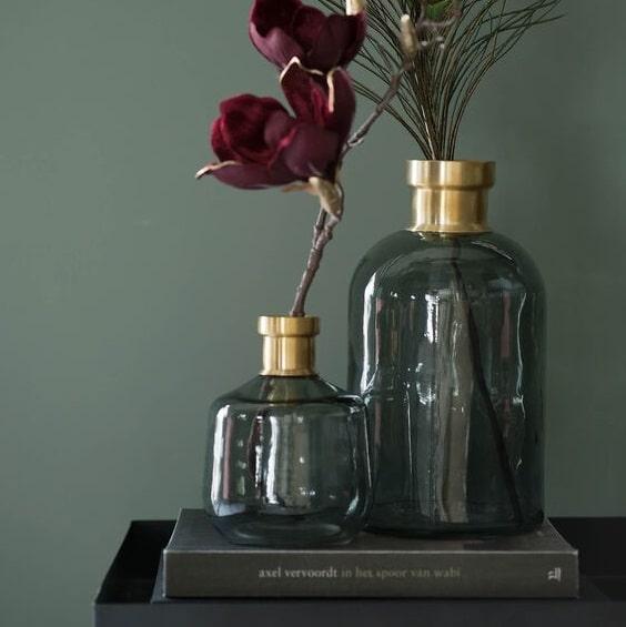 Vases en verre teinté et doré