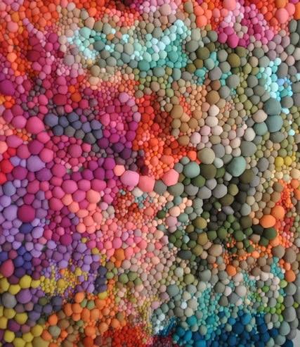 Tapis en boules de tissus colorés