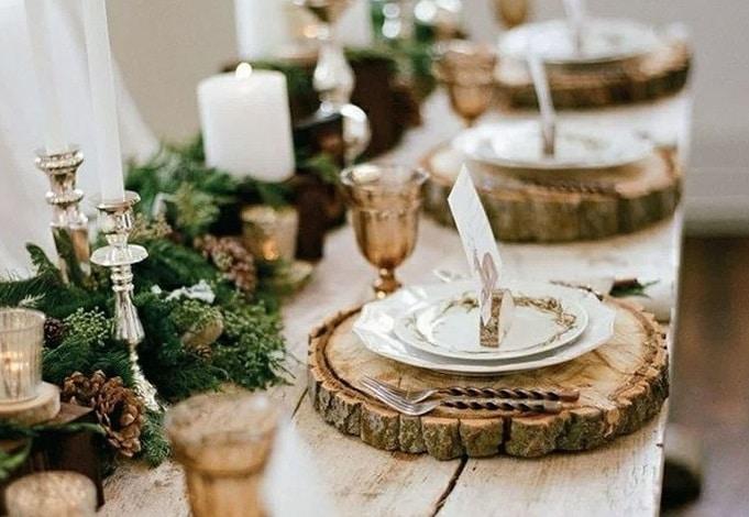 Bois et feuillage pour une table de Noël Hygge