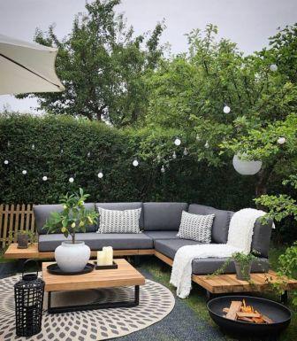 Banquette en bois et mousse pour terrasse