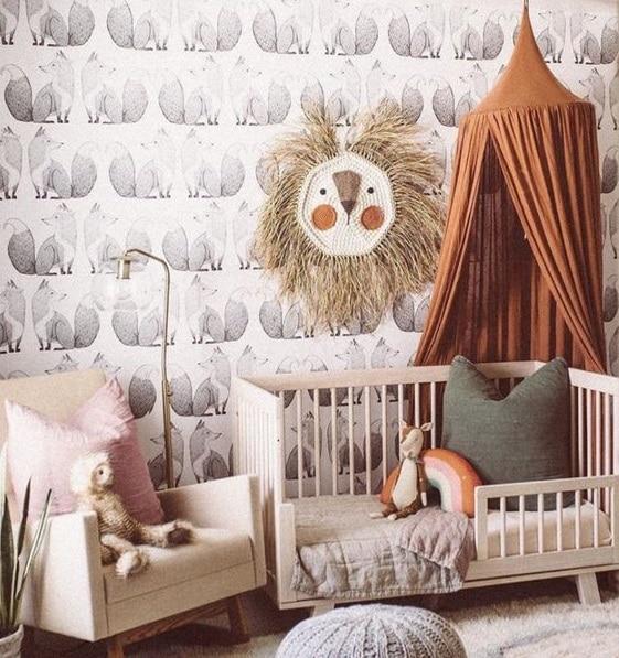 Touches de couleurs profondes chambre d'enfant