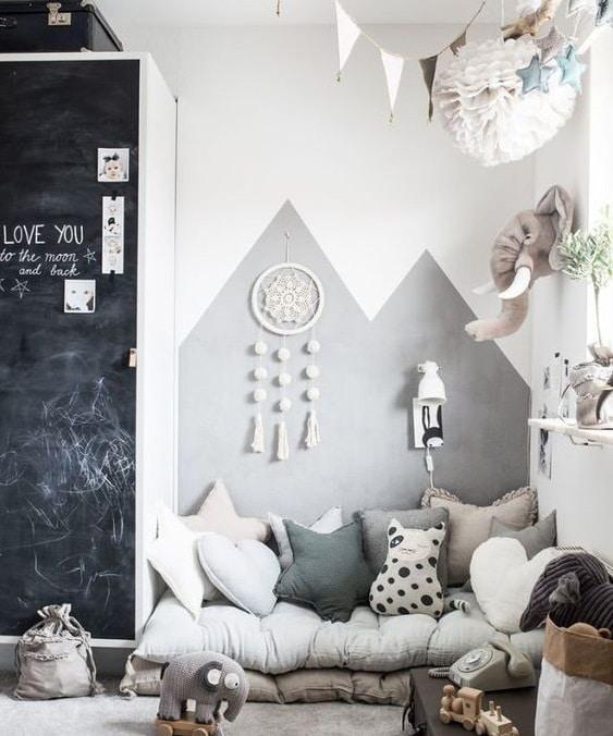 Décor gris tendre chambre d'enfant