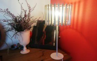 lampe en bois et raphia